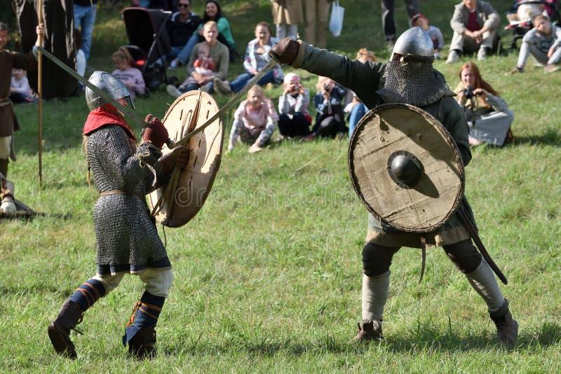 Μεσαιωνικές πάλες στο διεθνές φεστιβάλ της πειραματικής αρχαιολογίας στοκ εικόνες με δικαίωμα ελεύθερης χρήσης