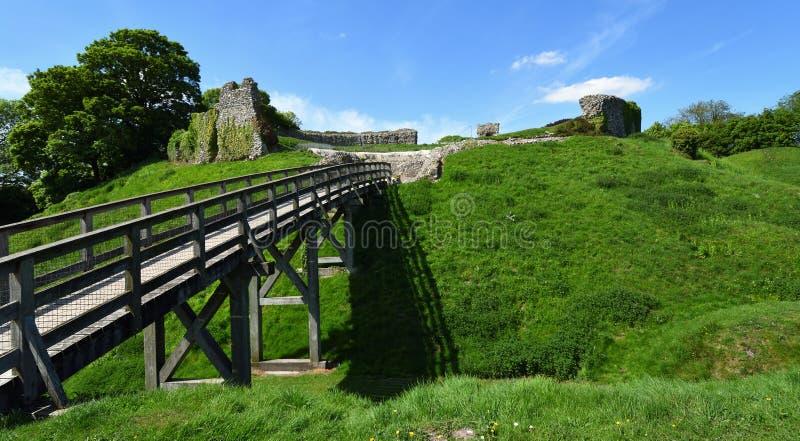 Μεσαιωνικές υπερασπίσεις του Castle στρέμματος του Castle στοκ φωτογραφία με δικαίωμα ελεύθερης χρήσης