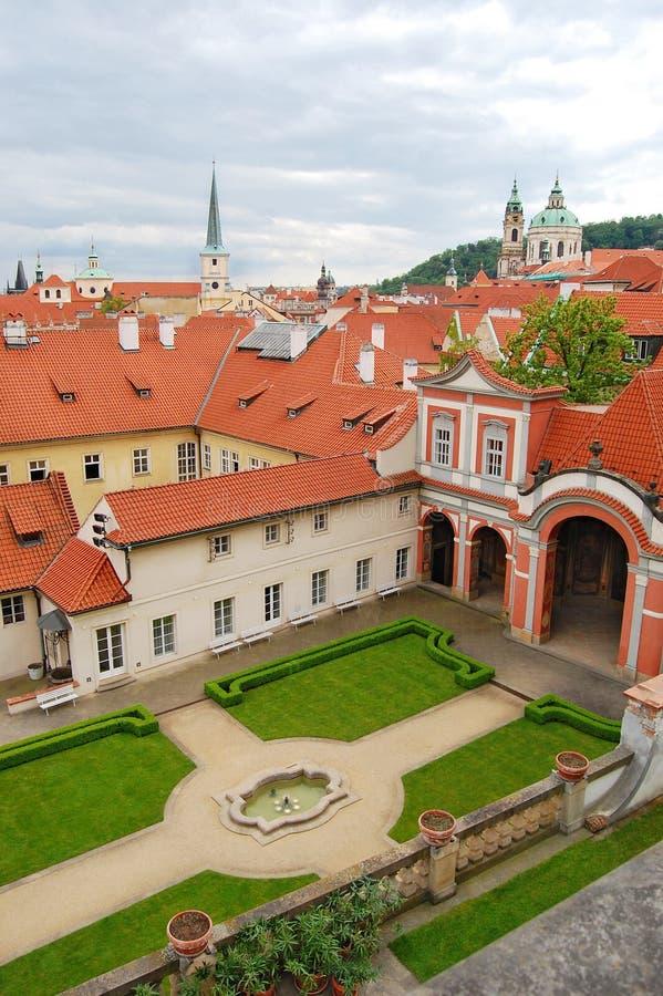 Μεσαιωνική αρχιτεκτονική στην Πράγα Κεφάλαιο Δημοκρατίας της Τσεχίας στοκ εικόνα με δικαίωμα ελεύθερης χρήσης