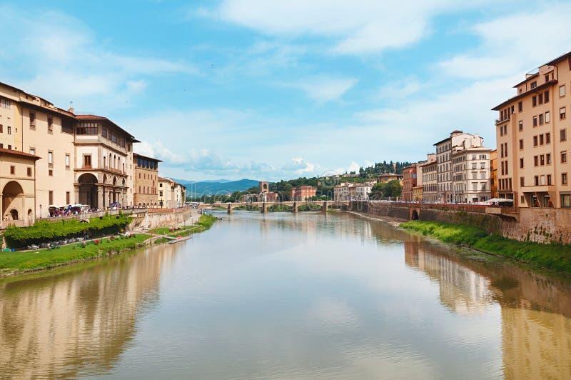 Μεσαιωνική γέφυρα Grazie Ponte alle στον ποταμό Arno στοκ εικόνα