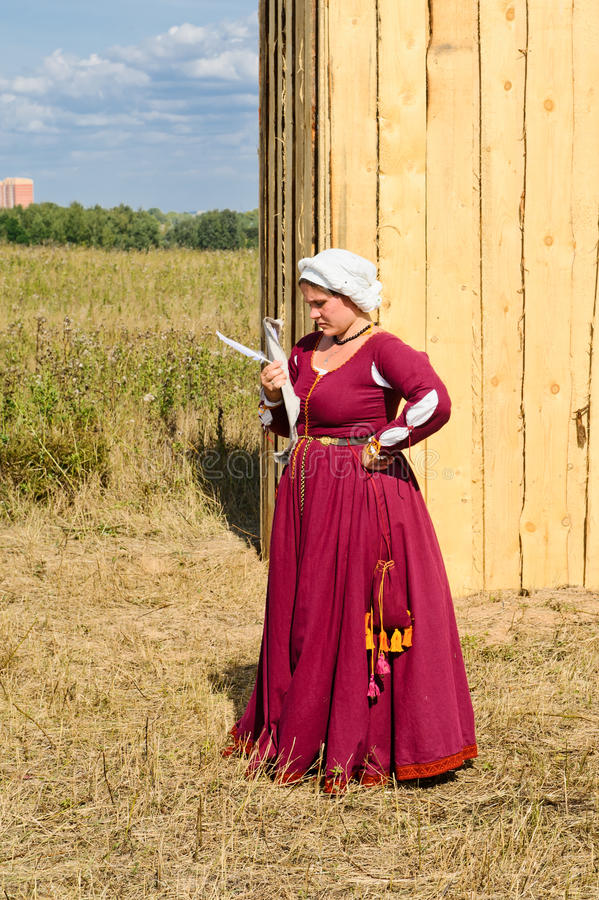 Download μεσαιωνική γυναίκα εκδοτική εικόνα. εικόνα από σάλτσα - 22792860