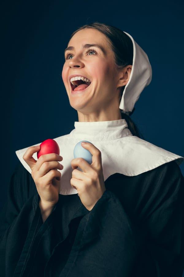 Μεσαιωνική νέα γυναίκα ως καλόγρια στοκ φωτογραφία