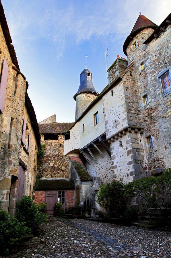 Μεσαιωνικοί Cobles, πυργίσκοι και πύργοι, Άγιος Benoit du Sault, Indre Γαλλία στοκ φωτογραφία με δικαίωμα ελεύθερης χρήσης