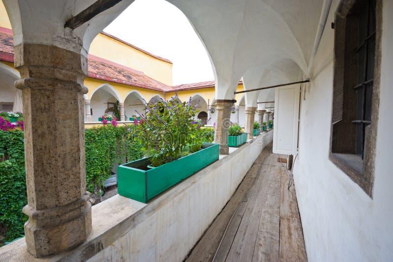 Μεσαιωνικός διάδρομος προαυλίων με τα arcades σε Judenburg στοκ φωτογραφίες με δικαίωμα ελεύθερης χρήσης