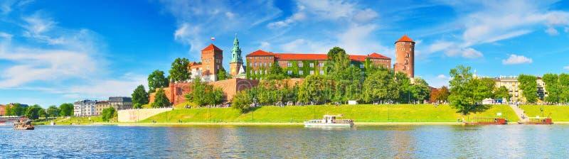 Μεσαιωνικό κάστρο Wawel το καλοκαίρι, Κρακοβία, Πολωνία στοκ φωτογραφία με δικαίωμα ελεύθερης χρήσης