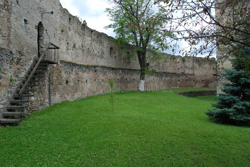 Μεσαιωνικό προαύλιο φρουρίων στοκ φωτογραφία με δικαίωμα ελεύθερης χρήσης