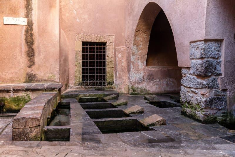 Μεσαιωνικό πλυντήριο Medievale Lavatoio σε Cefalu, Σικελία, Ιταλία στοκ εικόνα με δικαίωμα ελεύθερης χρήσης