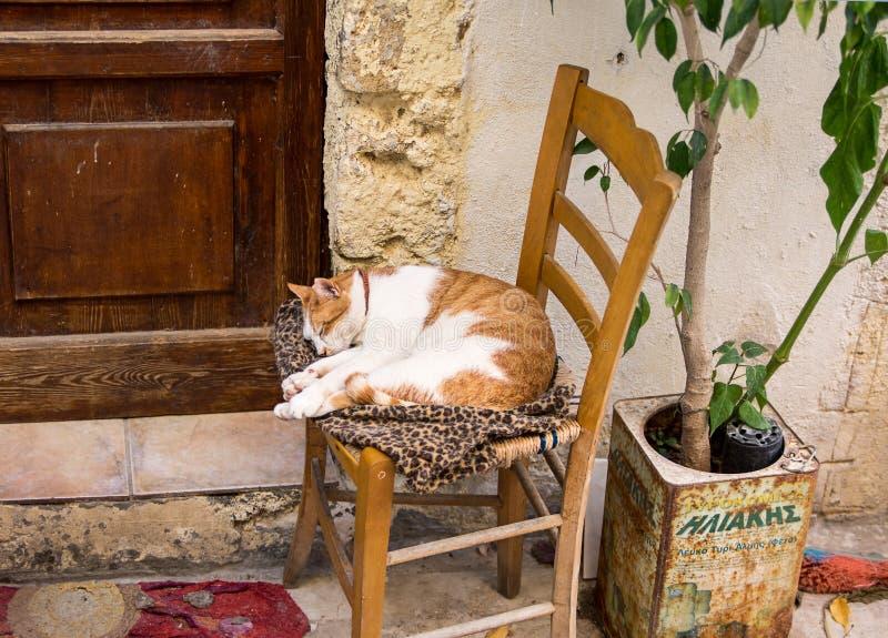 Μεσημβρία στην παλαιά ρυμούλκηση Rethymno, νησί της Κρήτης, Ελλάδα στοκ φωτογραφία με δικαίωμα ελεύθερης χρήσης