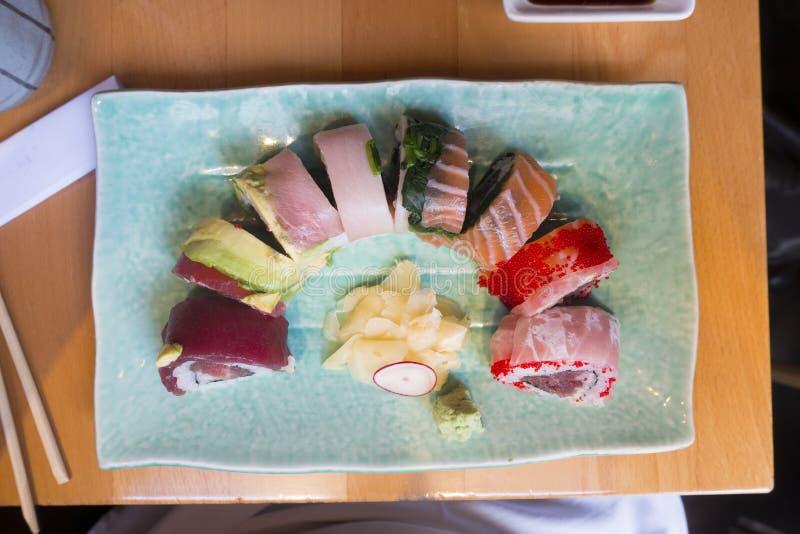 Μεσημεριανό γεύμα ή γεύμα Susi ρόλων δράκων στοκ εικόνες