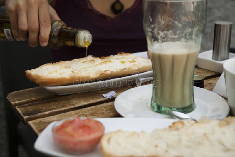Μεσογειακή έννοια προγευμάτων με το παν tumaca και τον καφέ στοκ εικόνα