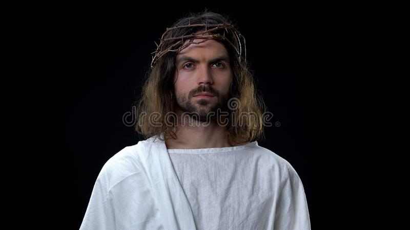 Μεσσία με αγκάθια σε σκοτεινό φόντο, βιβλική ιστορία, θρησκευτικές πεποιθήσεις στοκ φωτογραφίες με δικαίωμα ελεύθερης χρήσης