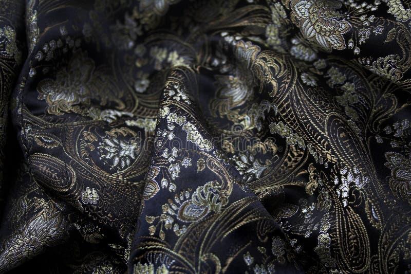 Μετάξι μαύρο και χρυσός fabrick στοκ φωτογραφία με δικαίωμα ελεύθερης χρήσης