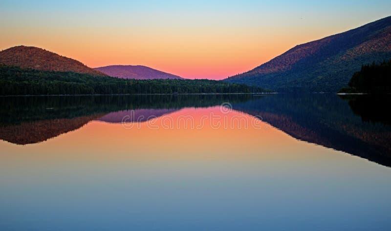 Μετά από το ηλιοβασίλεμα στη μεγάλη λίμνη Nictau στοκ εικόνες