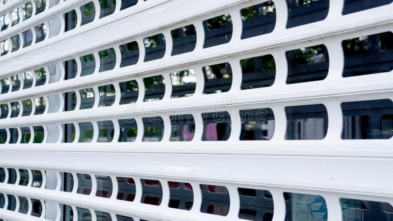 Μεταλλικό παραθυρόφυλλο παραθύρων στοκ φωτογραφία με δικαίωμα ελεύθερης χρήσης