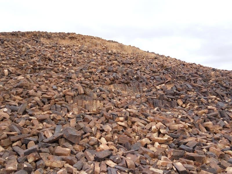 Μεταμορφικοί βράχοι στον κρατήρα του Ramon στο Ισραήλ στοκ εικόνες