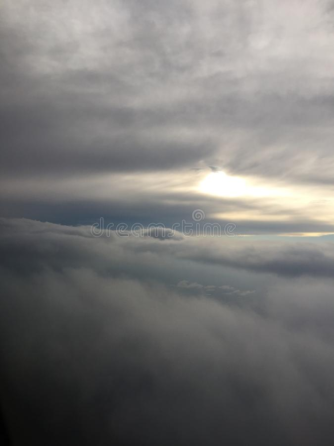 Μεταξύ των σύννεφων στοκ φωτογραφία με δικαίωμα ελεύθερης χρήσης
