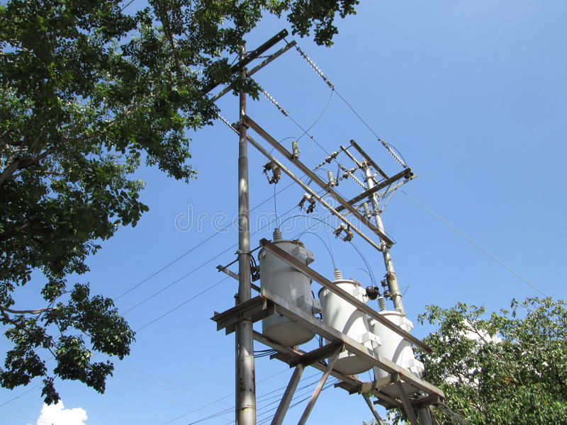 Μετασχηματιστές ηλεκτρικής δύναμης που συνδέονται στο του δέλτα αστέρι, για τον αστικό ανεφοδιασμό στοκ εικόνα