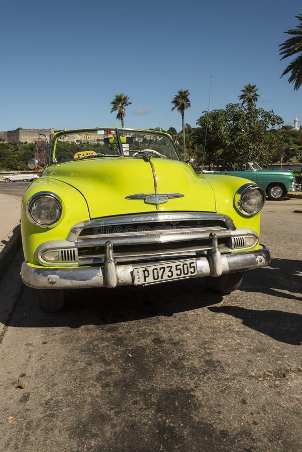 Μετατρέψιμο ταξί Αβάνα Chevrolet ασβέστη πράσινο εκλεκτής ποιότητας στοκ φωτογραφίες με δικαίωμα ελεύθερης χρήσης
