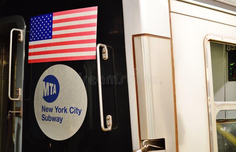 Μεταφορά αυτοκινήτων NYC υπόγειων τρένων σημαδιών πόλεων MTA της Νέας Υόρκης στοκ εικόνες