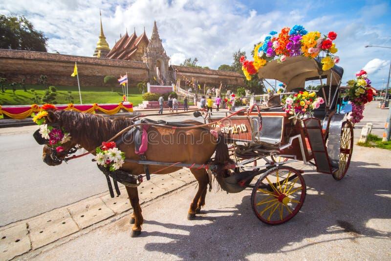 Μεταφορά αλόγων στο ναό Phrathat Lampang Luang στοκ φωτογραφία με δικαίωμα ελεύθερης χρήσης