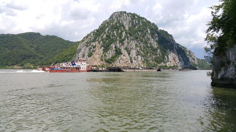 Μεταφορά βαρκών στον ποταμό Δούναβη στοκ φωτογραφίες με δικαίωμα ελεύθερης χρήσης