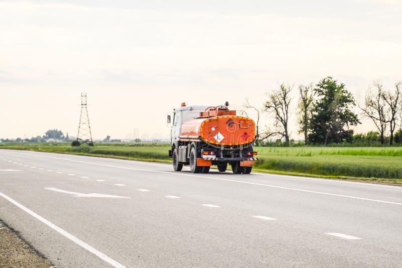 Μεταφορά των εύφλεκτων υγρών truck στοκ φωτογραφία με δικαίωμα ελεύθερης χρήσης