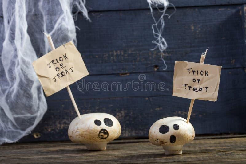 Μεταχειριστείτε ή εξαπατήστε champignons φαντασμάτων στοκ φωτογραφία με δικαίωμα ελεύθερης χρήσης