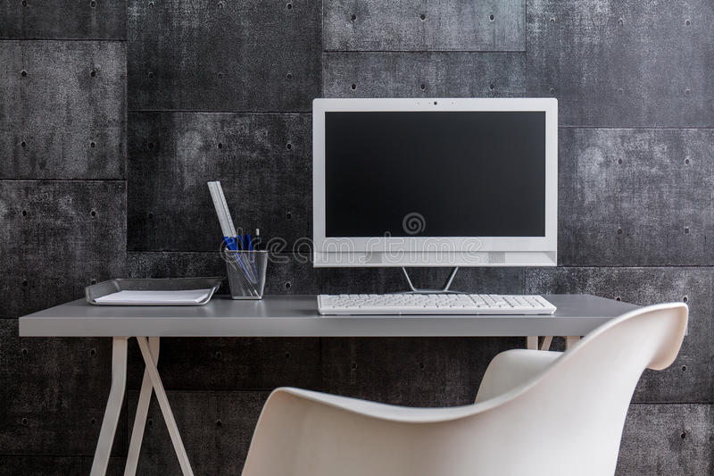 Μετα βιομηχανικό ύφος του σύγχρονου χώρου εργασίας στοκ εικόνα