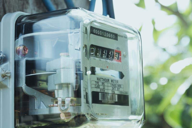 Μετρητής ηλεκτρικής δύναμης που μετρά τη χρήση δύναμης Βατώρα ηλεκτρικό μ στοκ φωτογραφία