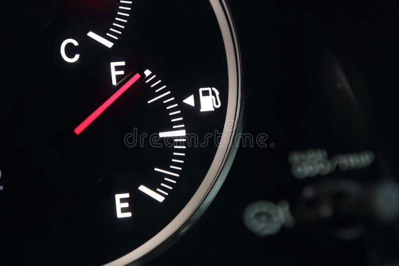 Μετρητής καυσίμων που παρουσιάζει καύσιμα αυτοκινήτων στοκ εικόνες