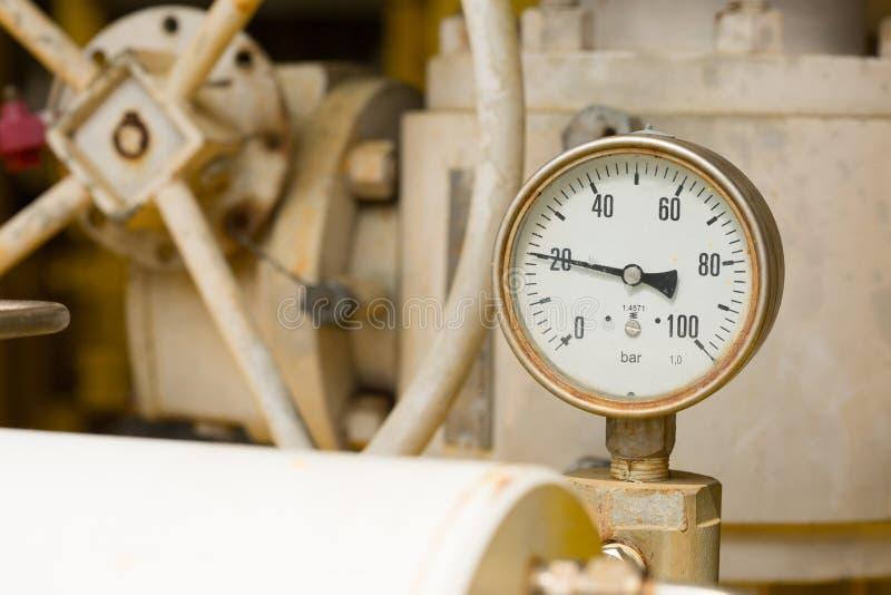 Μετρητής πίεσης στη διαδικασία παραγωγής πετρελαίου και φυσικού αερίου για τον όρο οργάνων ελέγχου, ο μετρητής για το μέτρο στην  στοκ φωτογραφία με δικαίωμα ελεύθερης χρήσης