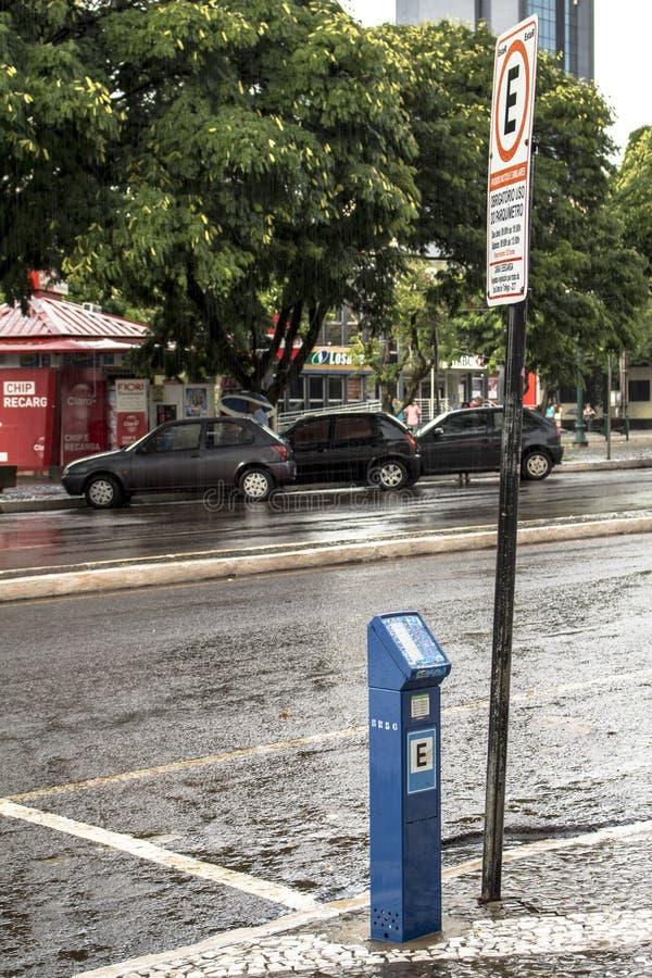 μετρητής στάθμευσης για περιστρεφόμενη στάθμευση σε δρόμο στο κέντρο του Cascavel, στοκ φωτογραφίες με δικαίωμα ελεύθερης χρήσης