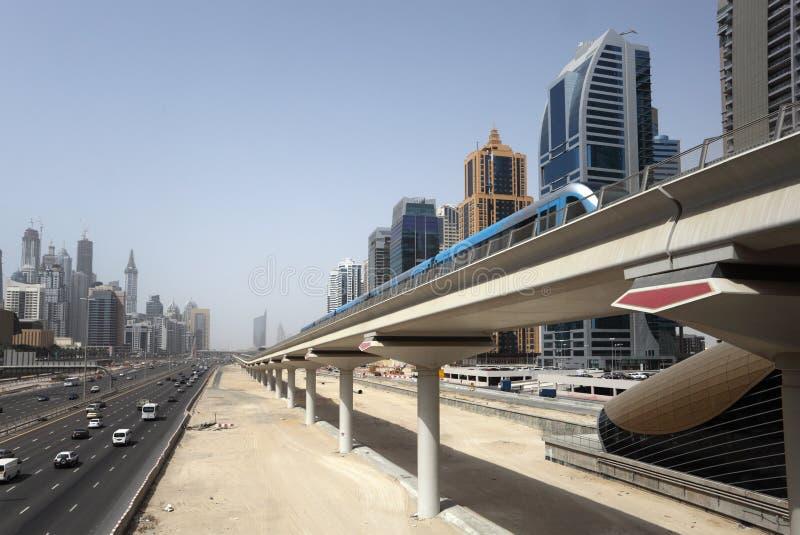 μετρό γραμμών του Ντουμπάι στοκ εικόνα