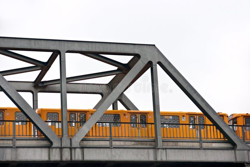 μετρό της Γερμανίας γεφυ&r στοκ φωτογραφία με δικαίωμα ελεύθερης χρήσης