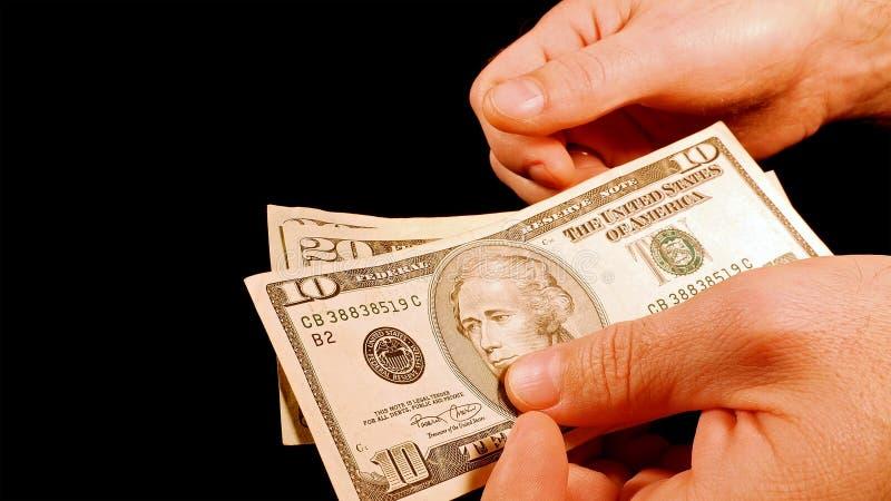 Μετρώντας λογαριασμοί δολαρίων μετρητών χρημάτων στα χέρια στοκ φωτογραφία