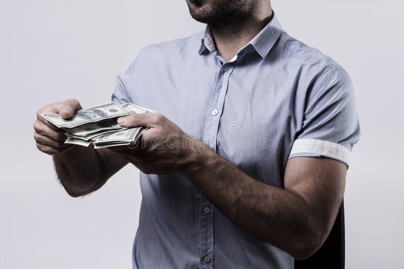μετρώντας χρήματα ατόμων στοκ εικόνα με δικαίωμα ελεύθερης χρήσης