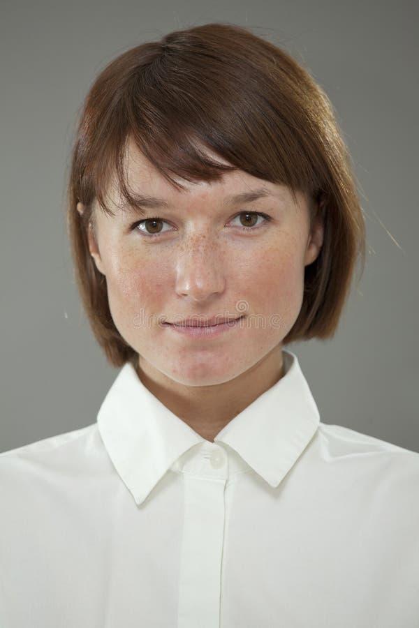 Μετωπικό πορτρέτο της γυναίκας στοκ εικόνα με δικαίωμα ελεύθερης χρήσης
