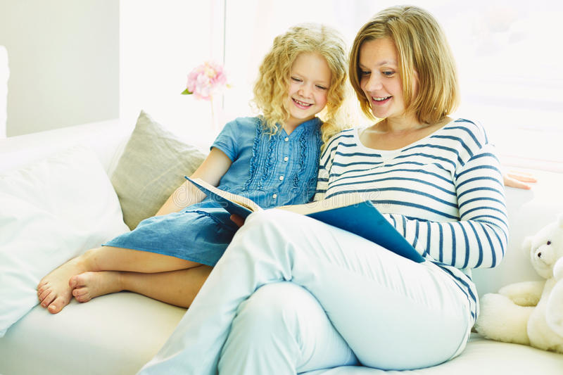 Μελέτη με το mom στοκ εικόνα με δικαίωμα ελεύθερης χρήσης