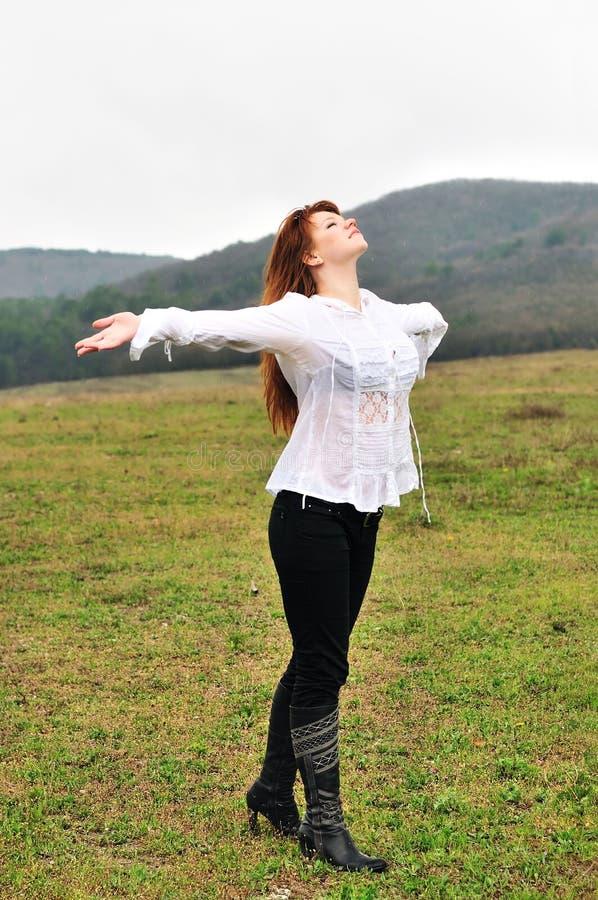 Με αγάπη στη βροχή στοκ φωτογραφίες