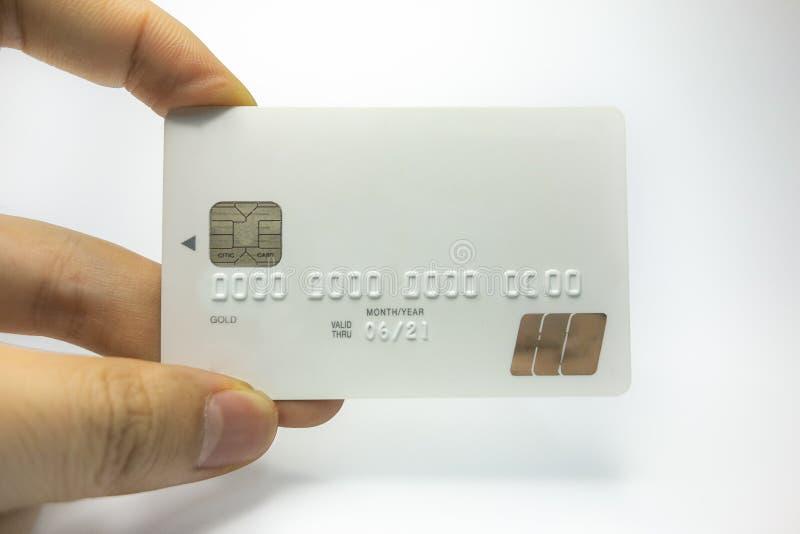 Με μια τραπεζική κάρτα υπό εξέταση στοκ φωτογραφία με δικαίωμα ελεύθερης χρήσης
