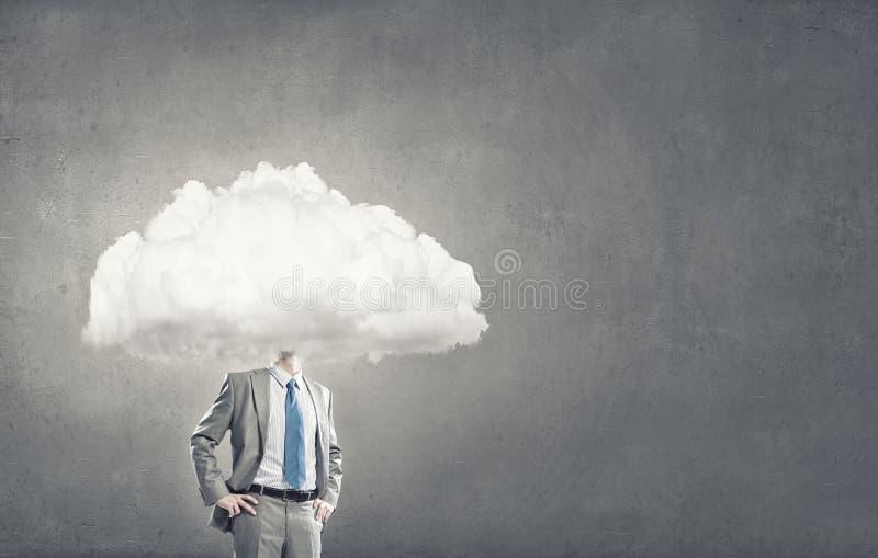 Με το κεφάλι κάποιου στα σύννεφα στοκ φωτογραφία