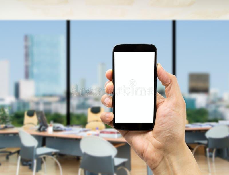 Με το smartphone στο γραφείο στοκ φωτογραφία με δικαίωμα ελεύθερης χρήσης