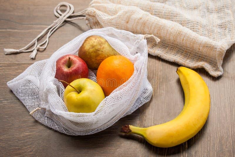 Μηά ανακυκλωμένη απόβλητα υφαντική τσάντα αγορών προϊόντων στοκ φωτογραφία