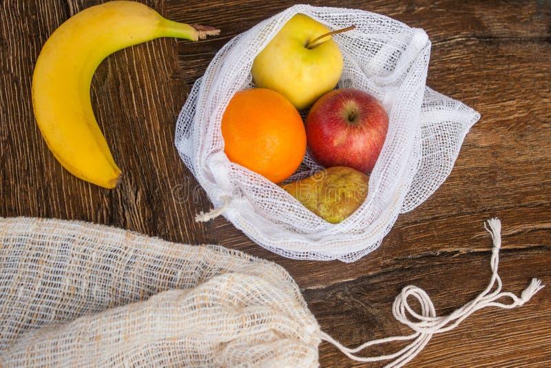 Μηά ανακυκλωμένη απόβλητα υφαντική τσάντα αγορών προϊόντων στοκ εικόνες με δικαίωμα ελεύθερης χρήσης