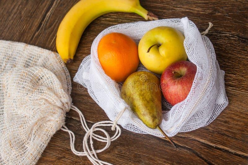 Μηά ανακυκλωμένη απόβλητα υφαντική τσάντα αγορών προϊόντων στοκ φωτογραφία με δικαίωμα ελεύθερης χρήσης