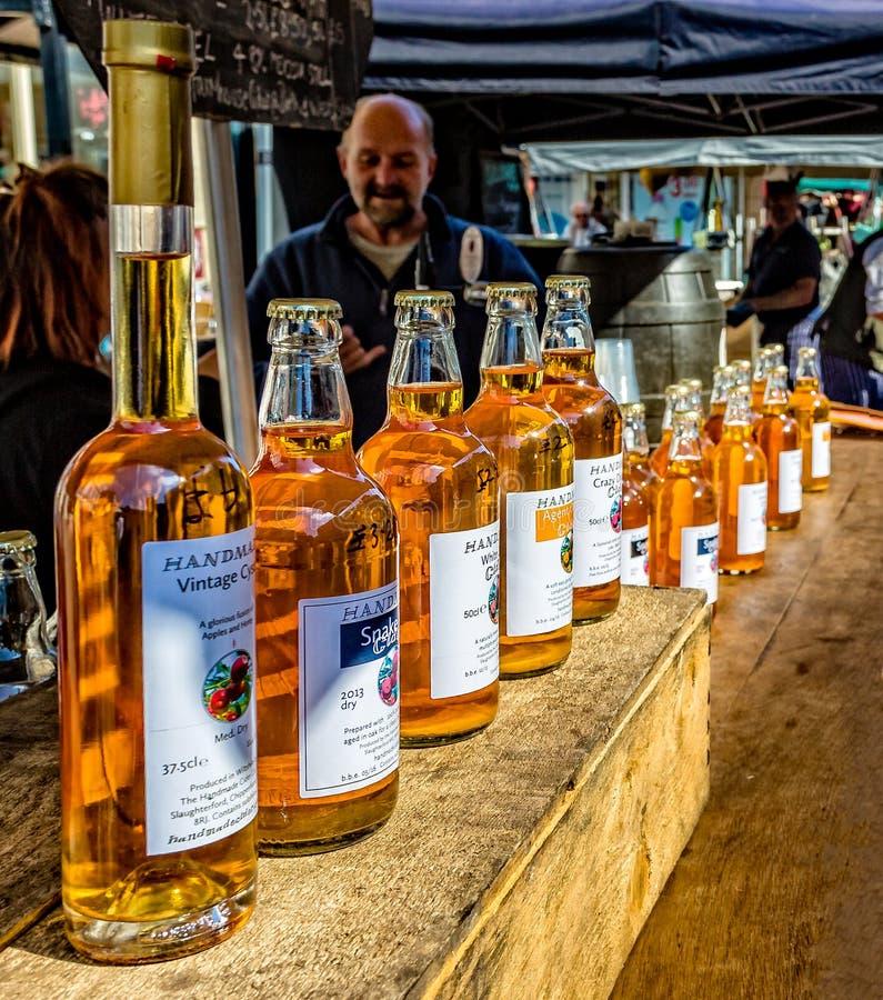 Μηλίτης για την πώληση στην αγορά της Κυριακής Frome, Somerset στοκ φωτογραφίες