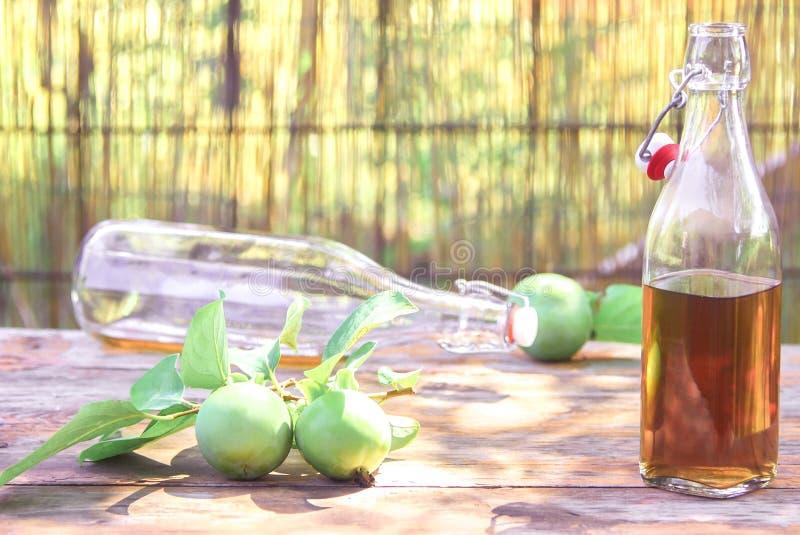 Μηλίτης της Apple στα μπουκάλια στοκ φωτογραφίες
