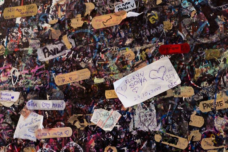 Μηνύματα αγάπης στον τοίχο στο σπίτι της Juliet ` s, διάσημος μύθος των κουνημάτων στοκ φωτογραφία με δικαίωμα ελεύθερης χρήσης