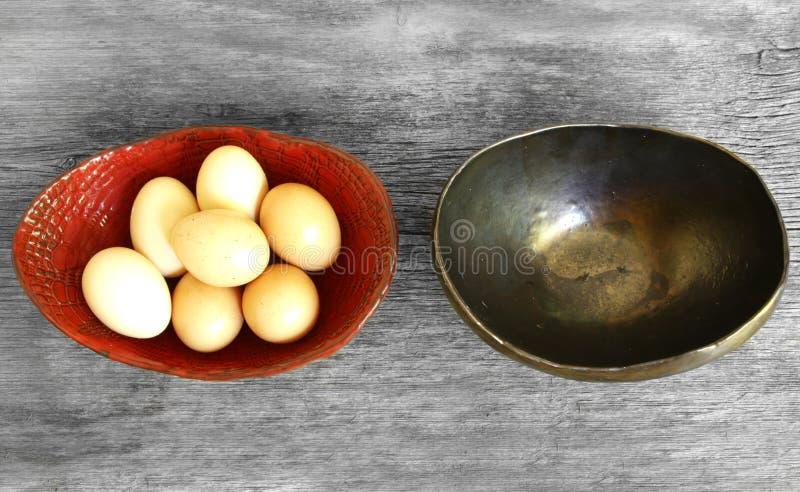 Μην βάλτε όλα τα αυγά σε μια παροιμία καλαθιών στοκ εικόνες