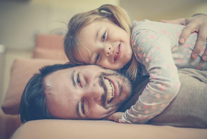 Μην με αφήστε ποτέ Ο πατέρας μου είναι ο ήρωας μου στοκ φωτογραφίες με δικαίωμα ελεύθερης χρήσης